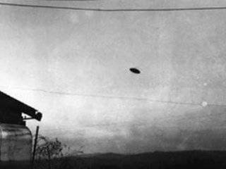 McMinnville_UFO_Photograph
