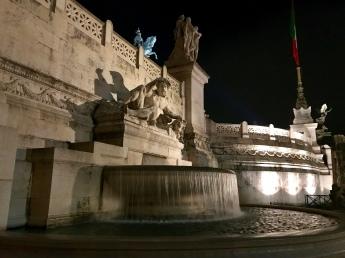 A fountain on the side of the Altare della Patria